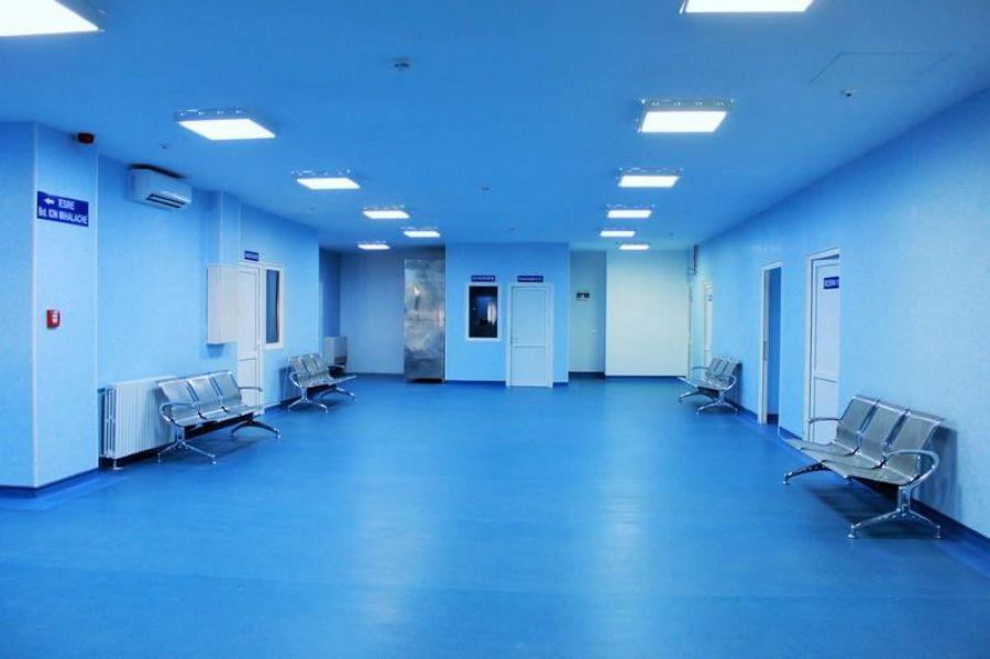 Trei medici infectați cu COVID la un mare spital din Capitală. Secția ATI a fost închisă