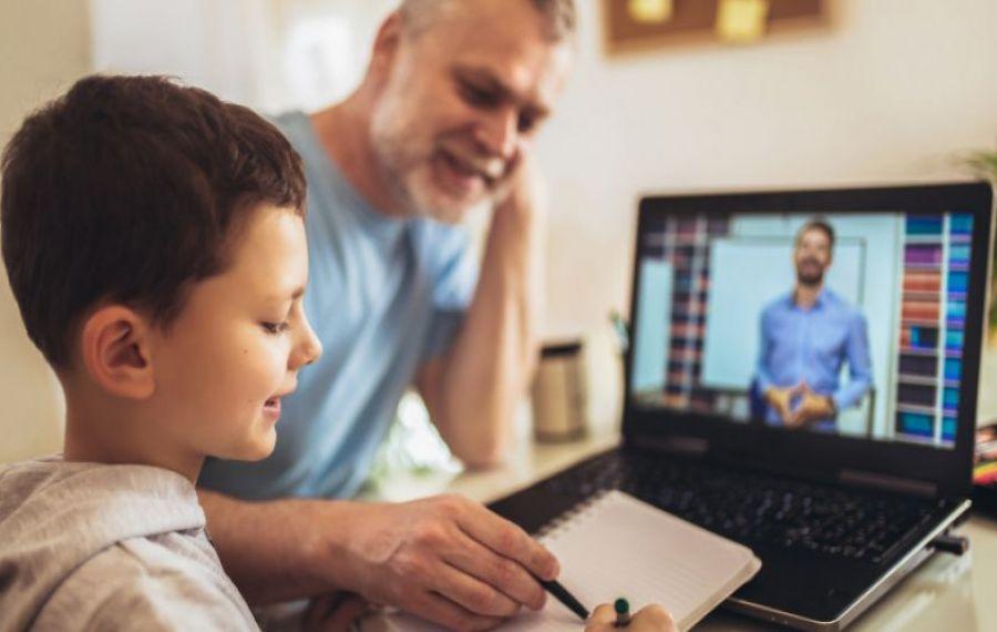 Ministerul Educației vrea să-i oblige pe toți profesorii să predea online. Dezvăluiri de ultimă oră