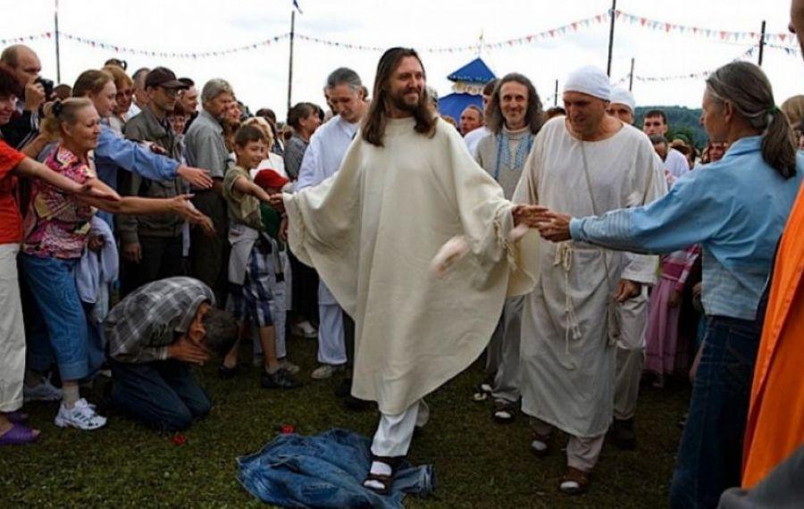 Povestea unui rus care se crede noul Iisus Hristos. Ce a pățit bărbatul