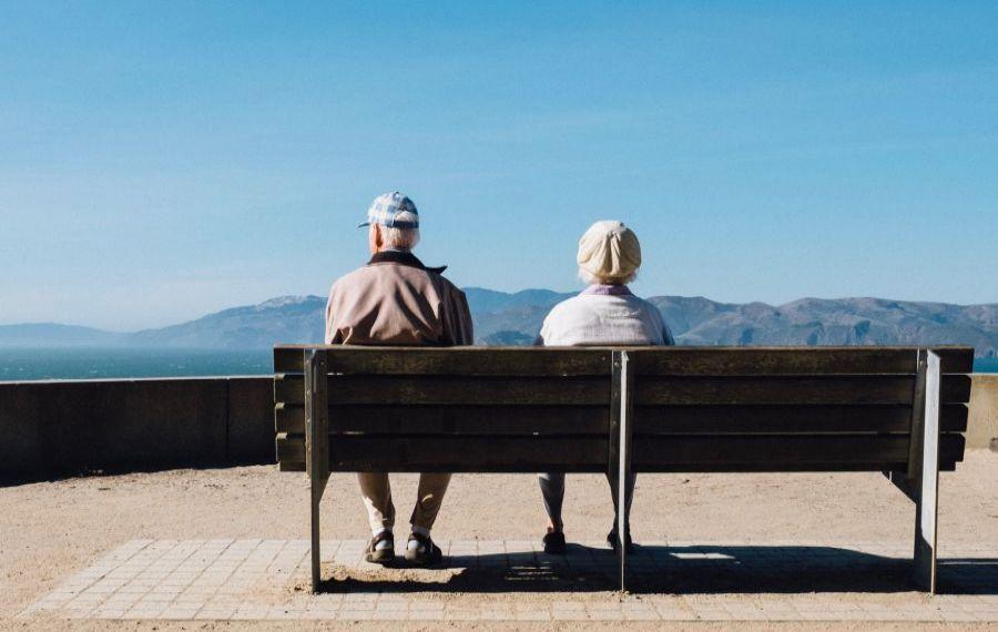 Se schimbă Legea pensiilor: Ce se întâmplă cu vârsta de pensionare și cu stagiul de cotizare?