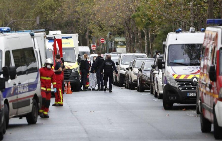 Patru RĂNIȚI după un atac cu armă albă lângă fostul sediu al CHARLIE HEBDO din Paris