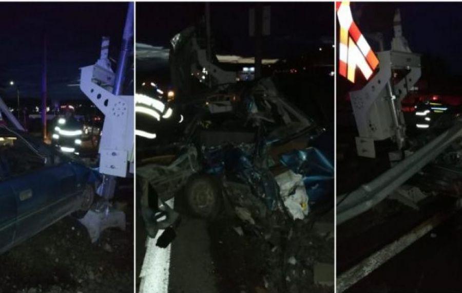 Grav ACCIDENT în Blaj: Un autoturism a fost strivit de tren