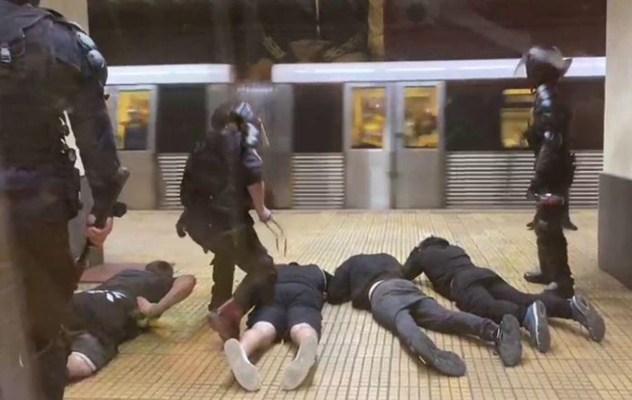 ULTIMA ORĂ: Intervenție în forță la metrou. Scandalul jandarmilor cu suporterii