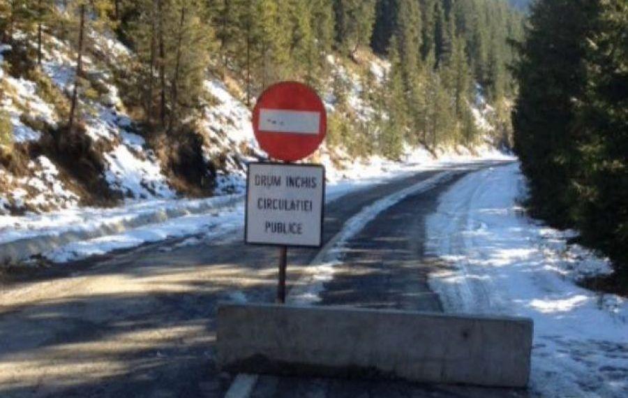 Circulația rutieră pe Transalpina, întreruptă din cauza vremii nefavorabile. Când va fi redeschis drumul național