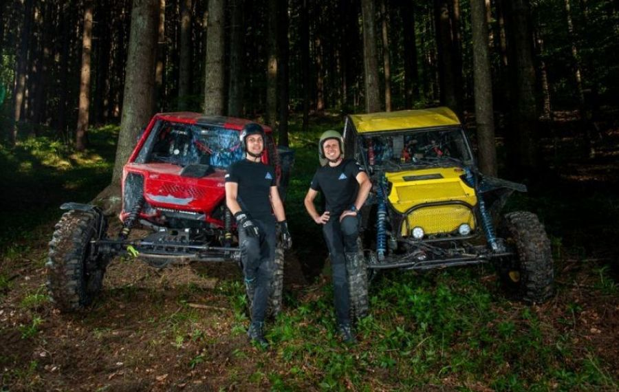 Și pasiunea este ereditară: mașinile de off road!