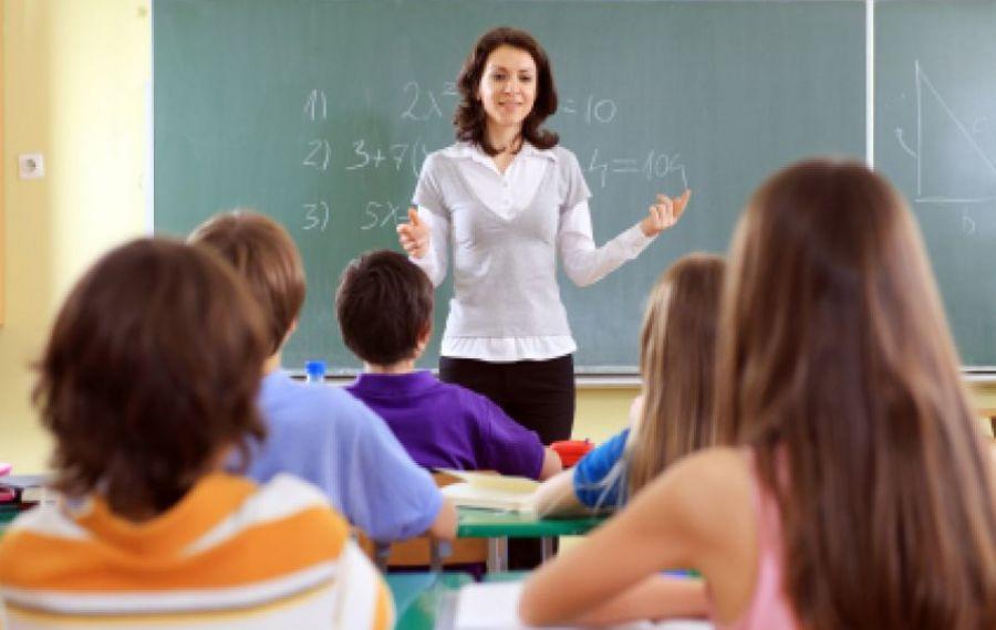 Se pregătesc MODIFICĂRI în educație. Ce se întâmplă cu tezele, orarul și materia școlară