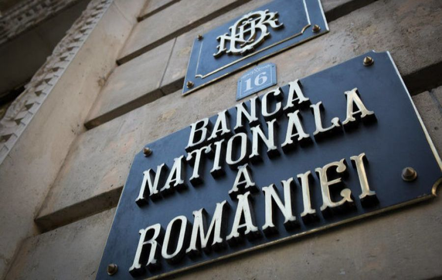 BNR cere tăierea salariilor bugetarilor cu 20%