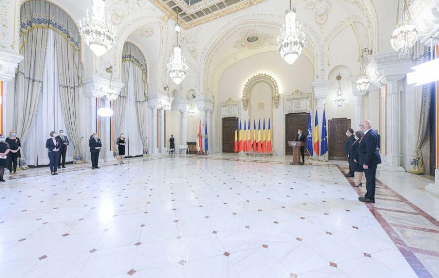 """CEREMONIE specială la Palatul Cotroceni. Iohannis: """"Cei din linia întâi, LUPTAȚI neobosit pentru viață!"""""""