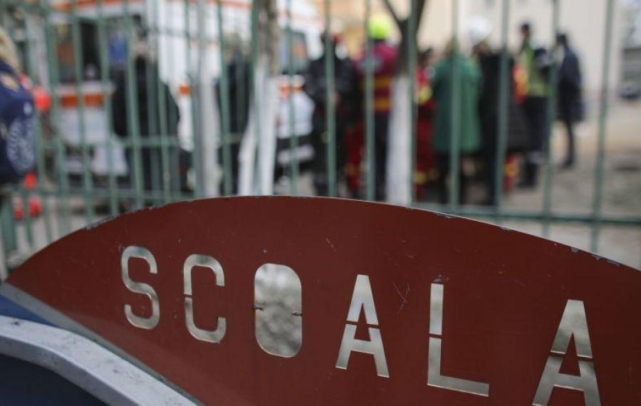 PROTEST în Piața Universității împotriva amânării redeschiderii școlilor