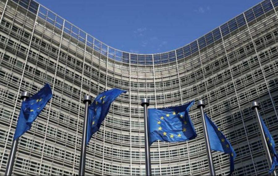 Comisia Europeană: Vaccinarea rămâne VOLUNTARĂ și nu vor exista limitări de drepturi