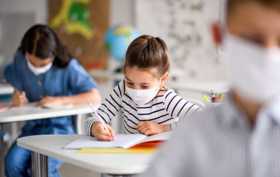 Răspunsul ministrului Cîmpeanu, întrebat dacă se închid școlile, după INFECTAREA a 290 de elevi