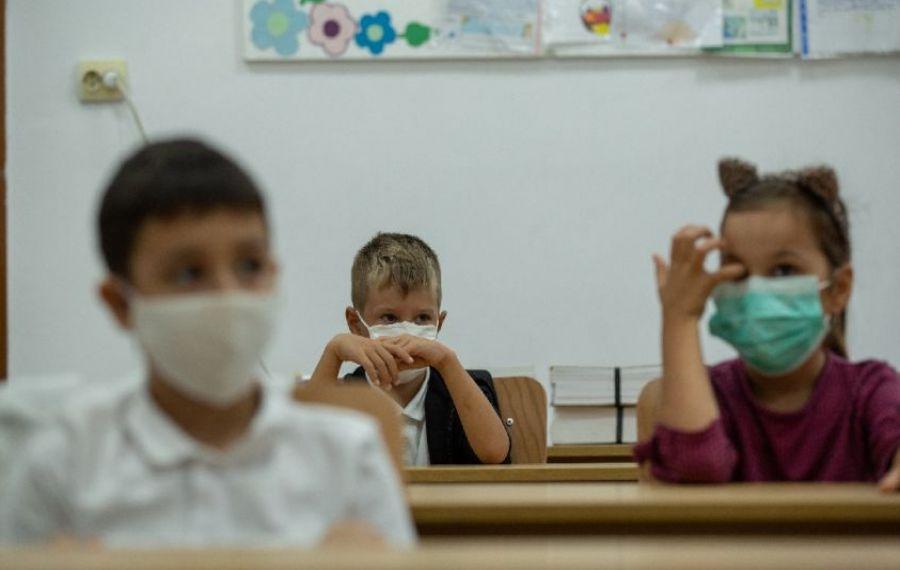 Trei elevi au ajuns la spital după ce au fost expuși din greșeală la raze ultraviolete la școală