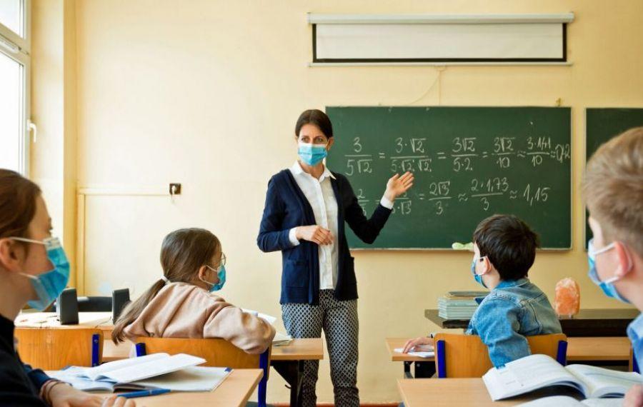 Peste 1.000 de elevi și profesori infectați cu COVID în zece zile de la reînceperea școlilor