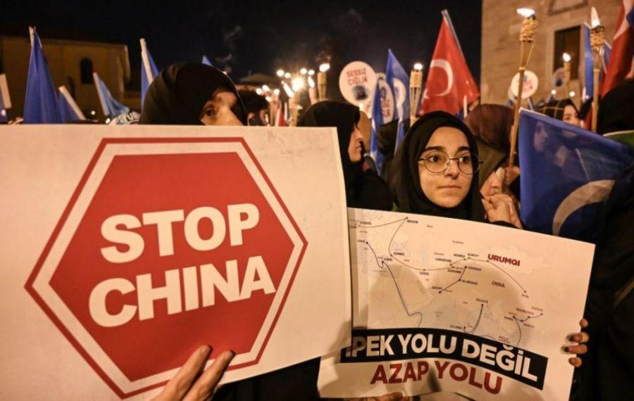 """Președintele Biden apără China de acuzațiile de genocid și tortură, punând crimele împotriva uigurilor musulmani pe seama """"diferențelor culturale"""""""