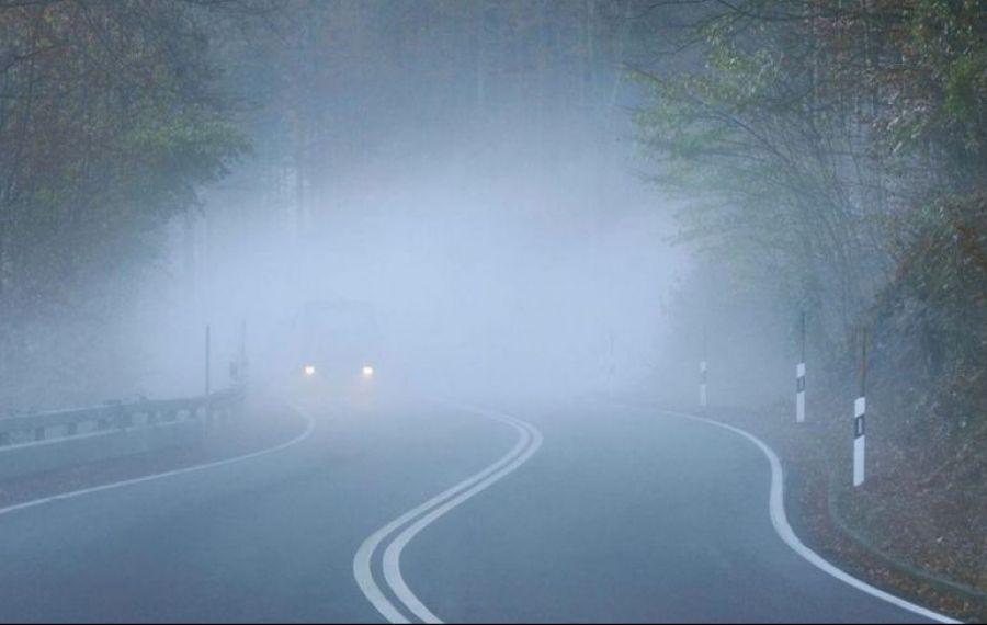 Atenție, șoferi! Ceață densă pe drumurile din nouă județe