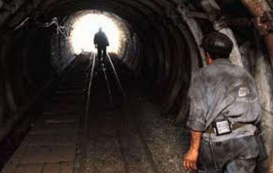 Minerii au decis să IASĂ din subteran. Oamenii nu renunță la proteste