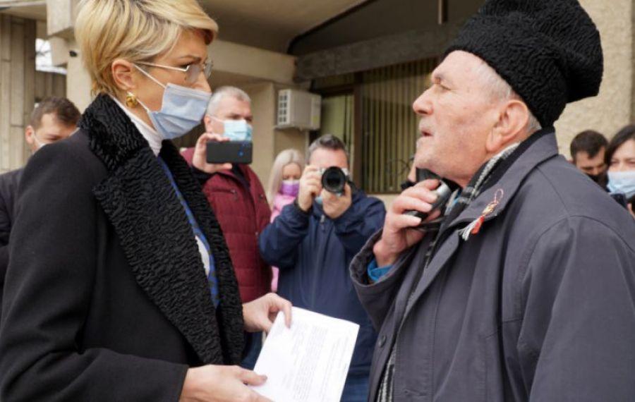 Ce CADOU a primit Raluca Turcan de la un pensionar nemulțumit