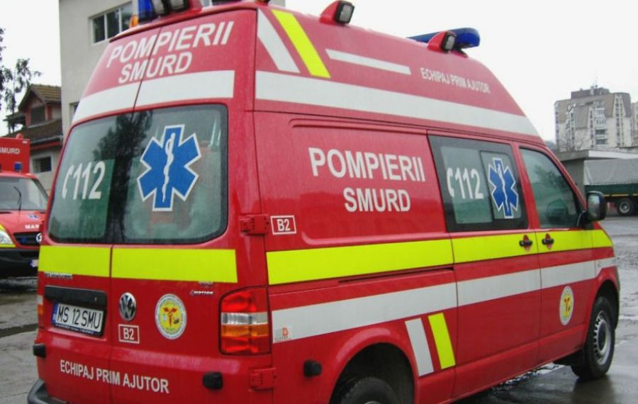 Bebeluș născut în ambulanța SMURD în curtea unui spital