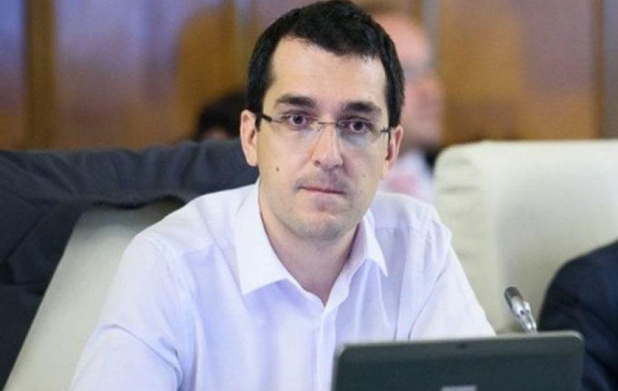Vlad Voiculescu REFUZĂ să-și ceară SCUZE familiilor care și-au înmormântat rudele dezbrăcate, în sac