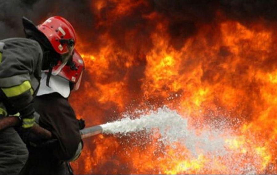 Incendiu major în Suceava: 12 autospeciale ale pompierilor au intervenit la fața locului