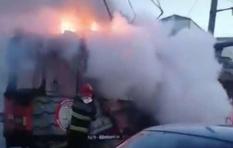 Tramvai în flăcări după ce a fost lovit de trăsnet