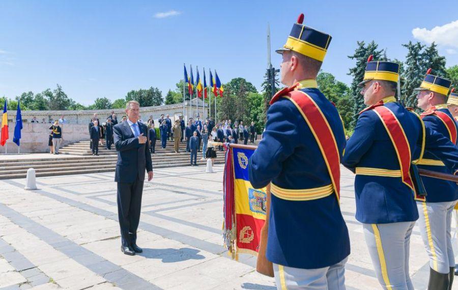 """Klaus Iohannis, mesaj de Ziua Eroilor: """"JERTFA lor trebuie să ne inspire pe toți"""""""