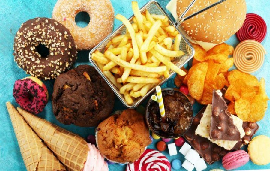 Reclamele la junk food, INTERZISE în Marea Britanie