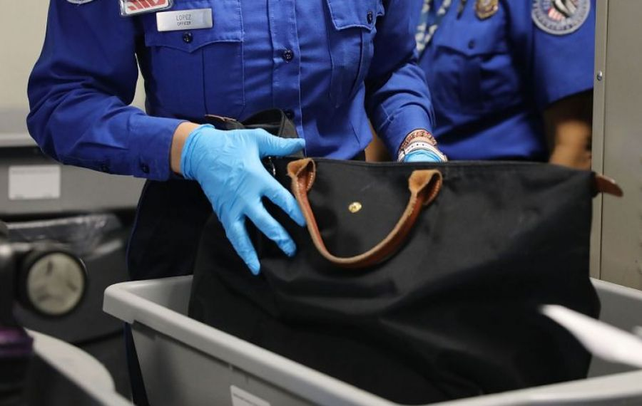 Fotbalist din Liga 1, prins cu DROGURI în bagaj la plecarea în cantonament