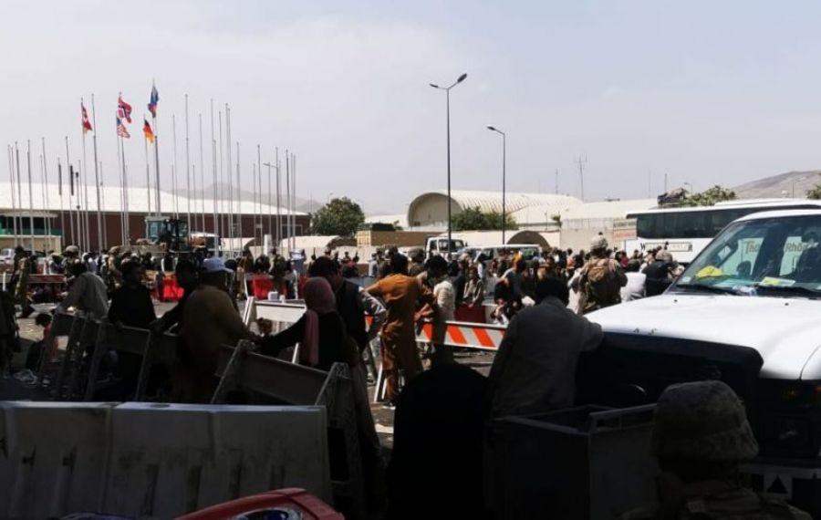 """Talibanii iau decizii dure: """"Afganii NU mai au voie să meargă la aeroportul din Kabul"""""""