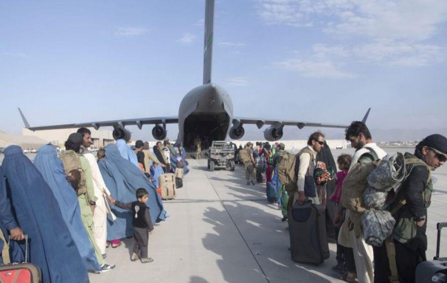 UPDATE: EXPLOZIE printr-un atac sinucigaș lângă aeroportul din Kabul. Sunt cel puțin 70 morți, printre care 12 americani