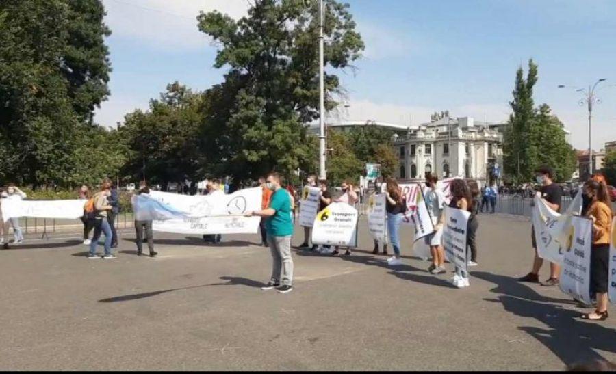 PROTEST al elevilor în Piața Victoriei. Care sunt NEMULȚUMIRILE tinerilor