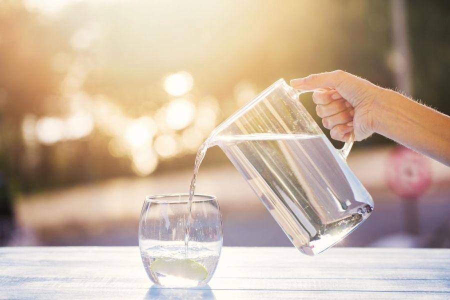 Cât de SIGURĂ e apa de la robinet pentru dinți