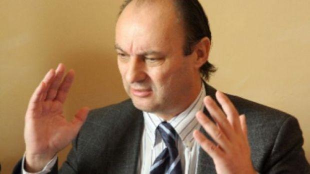 """Dosarul """"Caltaboşul"""", suspendat două ore pentru ca Ioan Avram Mureşan să-şi administreze insulină"""