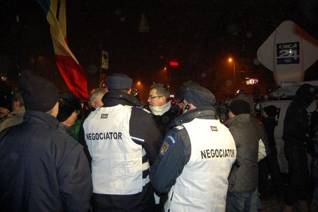 Reportaj. Un an de la protestele din ianuarie 2012. Colivă în Piaţa Universităţii. GALERIE FOTO!