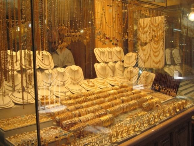Bacău: Jaf la un magazin de bijuterii dintr-un centru comercial