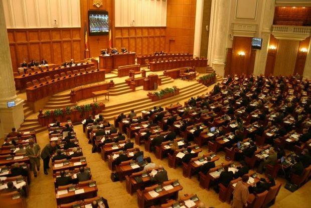 Senatul este convocat, luni, în prima sesiune ordinară a anului 2013