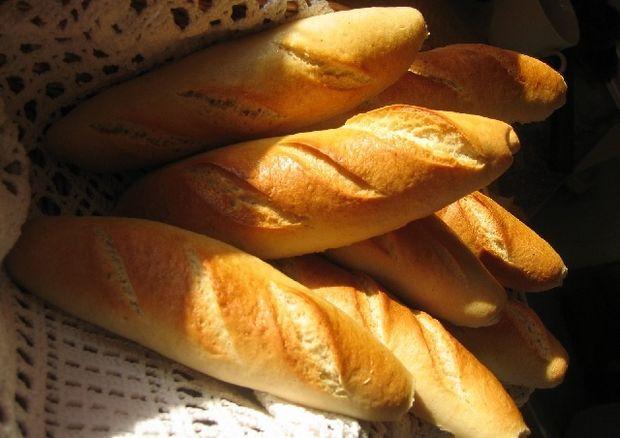 Pe cine ajută scăderea TVA la pâine