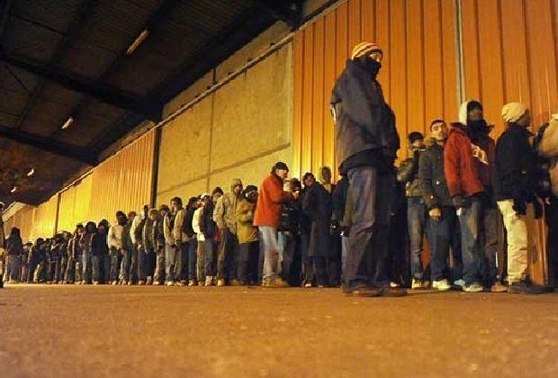 Spania: avocatul poporului cere ca peste 10.000 de locuinţe disponibile sa fie ocupate de familii evacuate