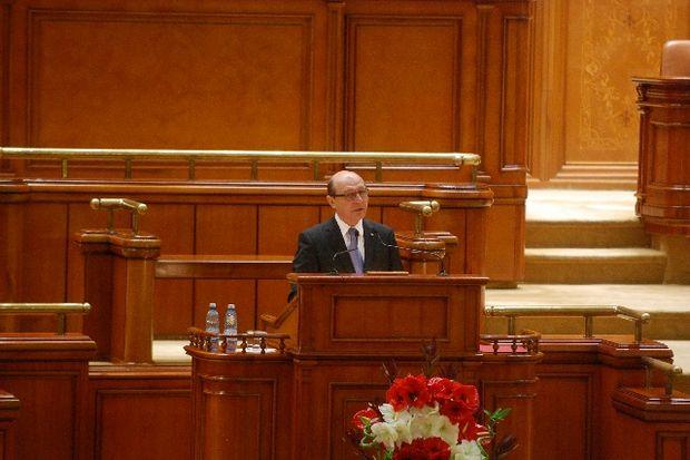 DISCURS: Băsescu a venit cu un plan de acţiune şi cere parteneriatul Guvernului şi Parlamentului