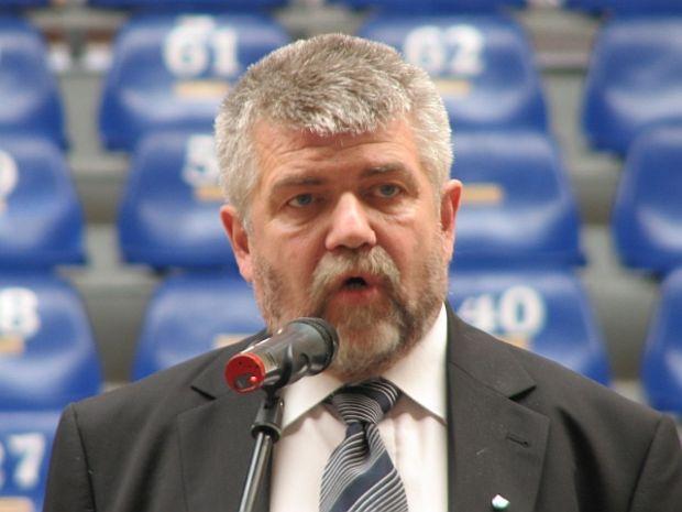Balazs Izsak(CNS) protestează la Budapesta faţă de proiectul pentru regionalizarea României