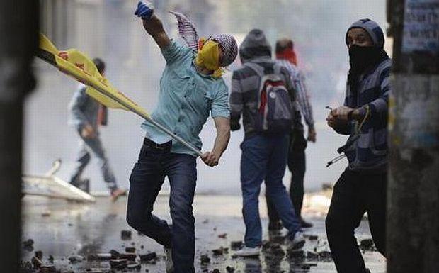 Violenţe si gaze lacrimogene la Istanbul: Protestele faţă de construirea unui mall riscă să se extindă şi în alte oraşe