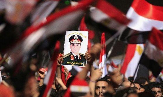 Egiptul, sub cravaşă militară. Judecătorul Adly Mansour a preluat interimatul la Cairo