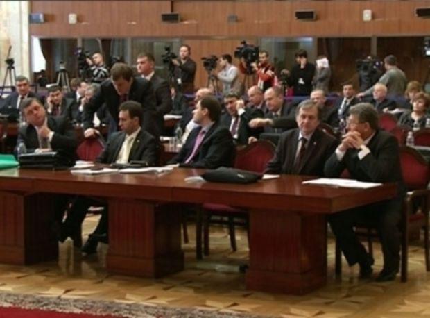 Schimb de insulte la Chişinău. Ceartă între deputaţii moldoveni