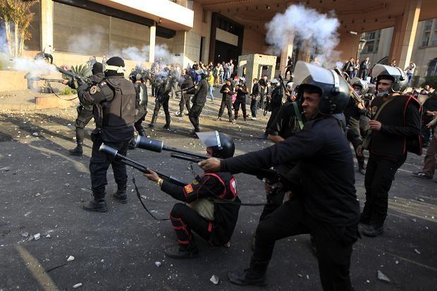 """Împuşcături pe străzile din Cairo. Fraţii Musulmani denunţă """"lovitura de stat"""" orchestrată de armata egipteană"""