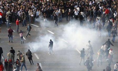 Tunisia: Gaze lacrimogene împotriva mişcării antiguvernamentale