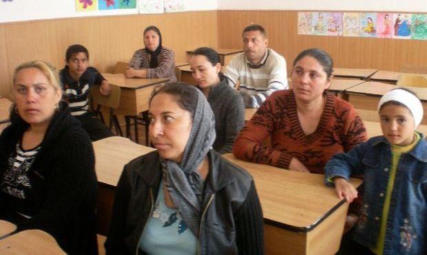 120 de clase pentru tinerii şi adulţii care nu au absolvit învăţământul obligatoriu