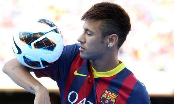 Starul brazilian Neymar debutează la Barcelona