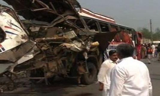 Pakistan: Cel puţin 17 persoane au murit după explozia unei bombe într-un autobuz