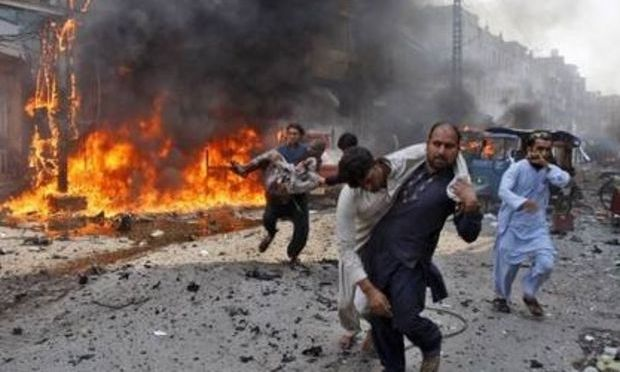 Pakistan: Cel puțin 31 de morți într-un atentat cu bombă dintr-o piață din Peshawar