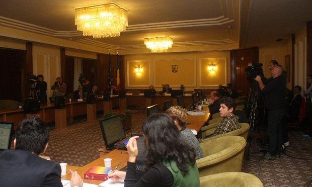 Comisia Roşia Montană i-a audiat pe reprezentanţii RMGC. Dragoş Tănase, directorul RMGC: Dacă proiectul se adoptă într-o formă mult diferită, atunci RMGC consideră că este o problemă